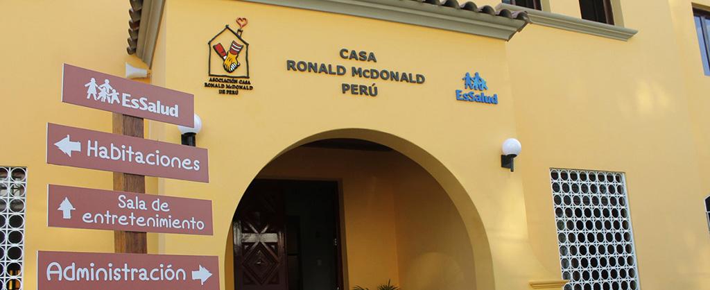 Entrada de la Casa Ronald McDonald en Perú.